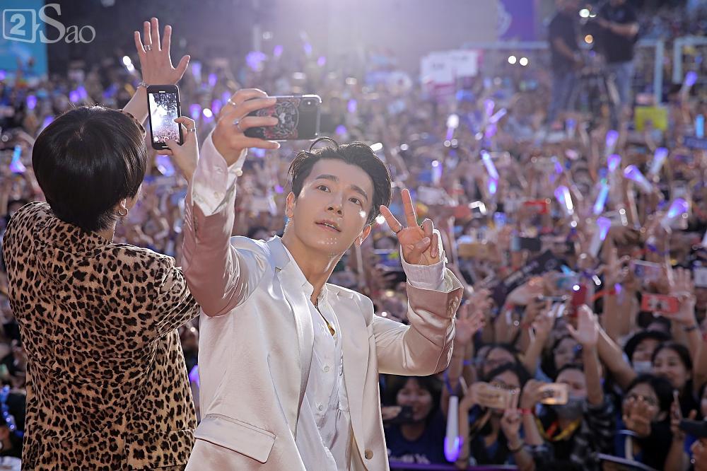 Tưởng hết thời, có ai ngờ đâu Super Junior vẫn chẳng khác nào ông hoàng trên thảm đỏ-3