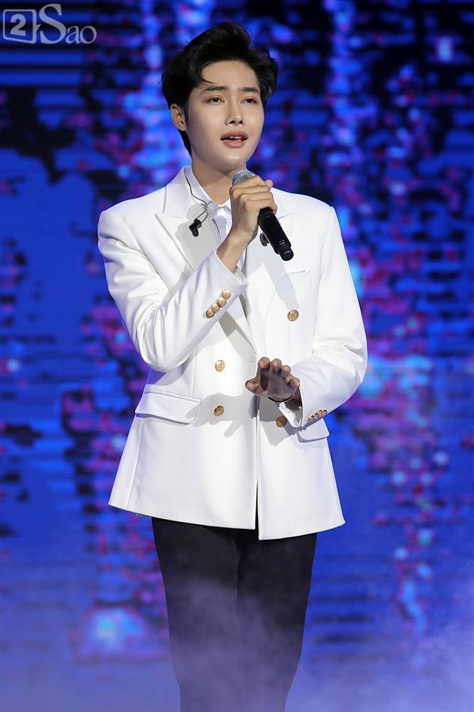 Chỉ bằng hộp giấy ăn, Super Junior thổi nến mừng sinh nhật cực hài cùng fan Việt ngay trên sân khấu-27