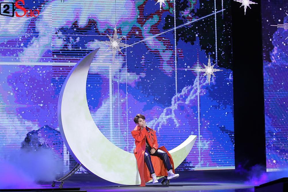 Chỉ bằng hộp giấy ăn, Super Junior thổi nến mừng sinh nhật cực hài cùng fan Việt ngay trên sân khấu-20