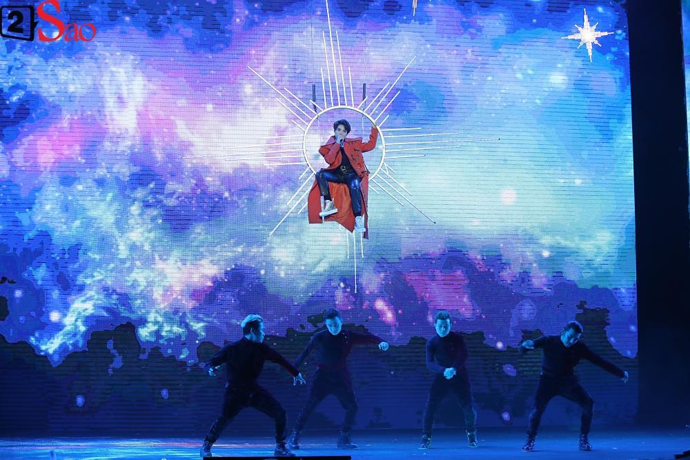 Chỉ bằng hộp giấy ăn, Super Junior thổi nến mừng sinh nhật cực hài cùng fan Việt ngay trên sân khấu-19