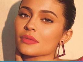Học lỏm bí quyết đánh son 'thần thánh' của Kylie Jenner