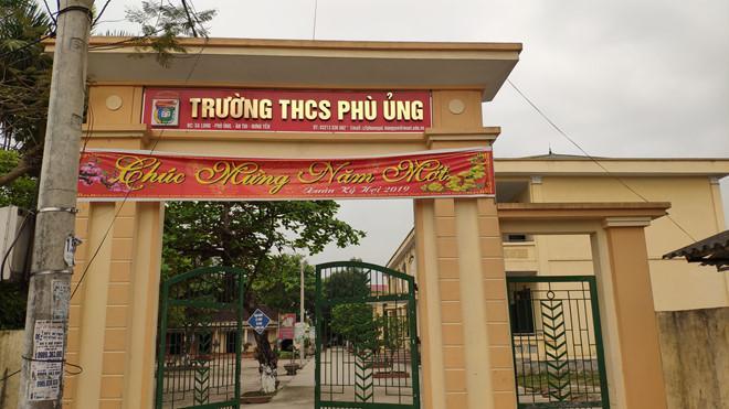 Nữ sinh ở Hưng Yên bị 5 bạn học lột đồ, đánh hội đồng đến nhập viện tâm thần: Liên tục hoảng loạn, ôm đầu la hét-1