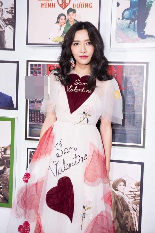 Lần đầu đụng hàng với chị đẹp Bích Phương, bạn gái Duy Mạnh lép vế vì trang điểm lẫn kiểu tóc già chát-6