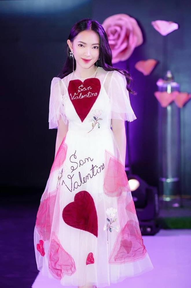 Lần đầu đụng hàng với chị đẹp Bích Phương, bạn gái Duy Mạnh lép vế vì trang điểm lẫn kiểu tóc già chát-7