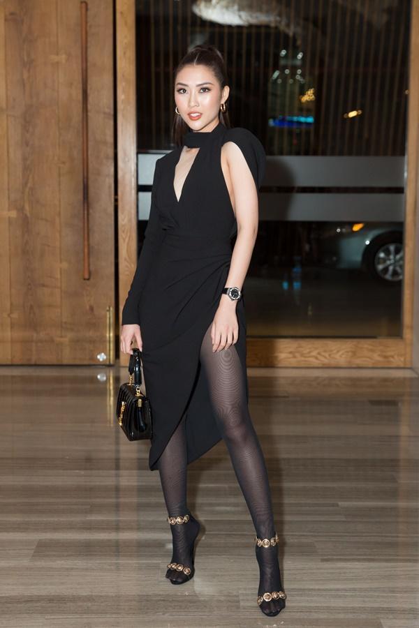 SAO MẶC XẤU: Phượng Chanel mặc quần đùi dự sự kiện - Diva Hồng Nhung rườm rà vì chiếc đầm khủng-8