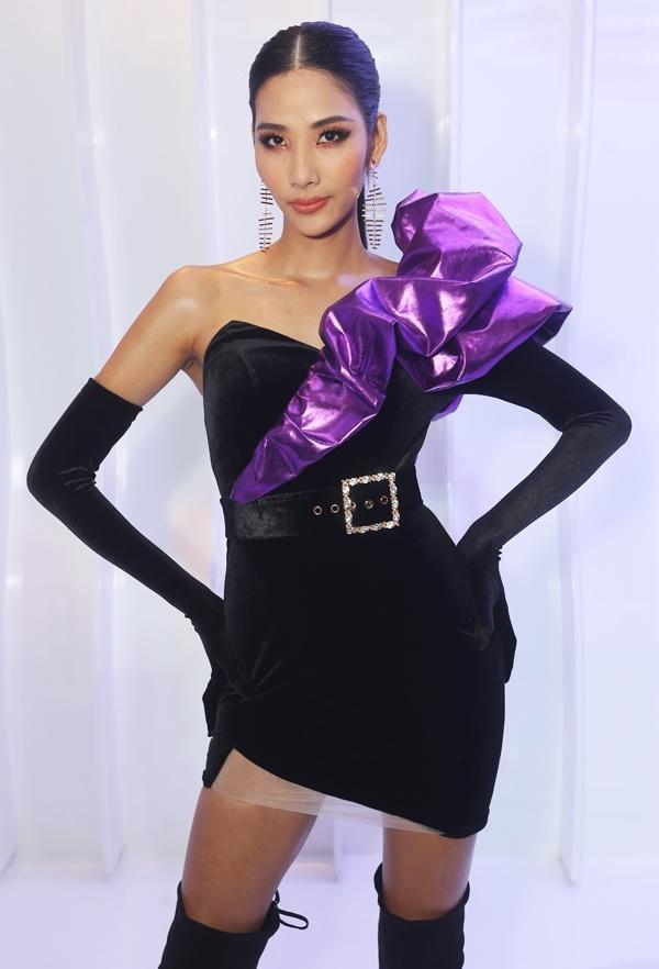 SAO MẶC XẤU: Phượng Chanel mặc quần đùi dự sự kiện - Diva Hồng Nhung rườm rà vì chiếc đầm khủng-6