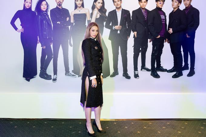 SAO MẶC XẤU: Phượng Chanel mặc quần đùi dự sự kiện - Diva Hồng Nhung rườm rà vì chiếc đầm khủng-7