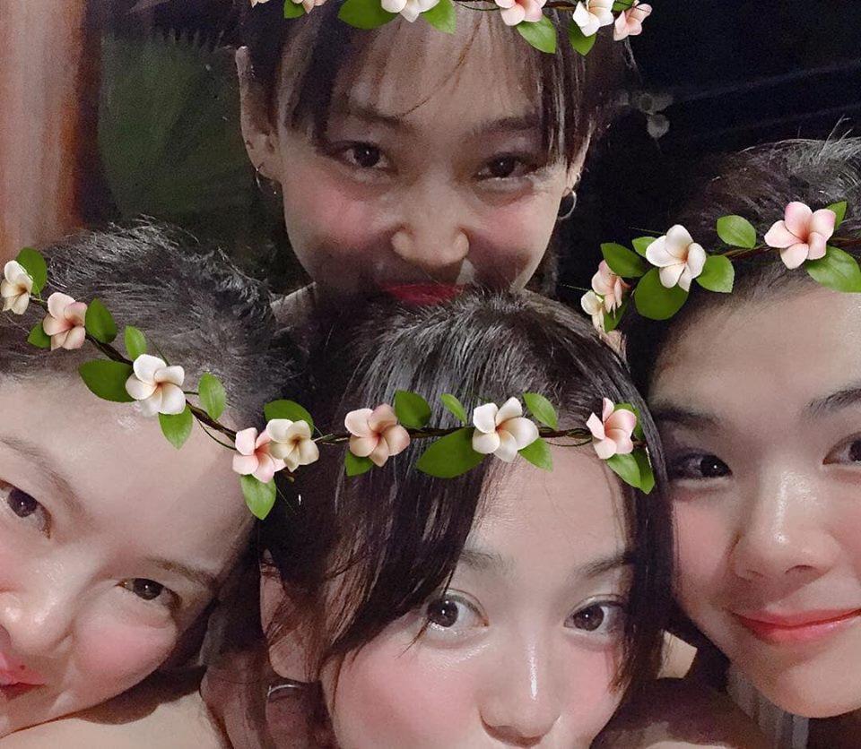 Song Hye Kyo chụp ảnh đáng yêu hết nấc bên hội bạn thân, thậm chí cả tiểu tam tin đồn cũng góp mặt-2