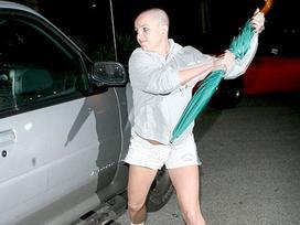 Nỗi kinh hoàng paparazzi khiến Justin Bieber và Miley Cyrus nổi điên