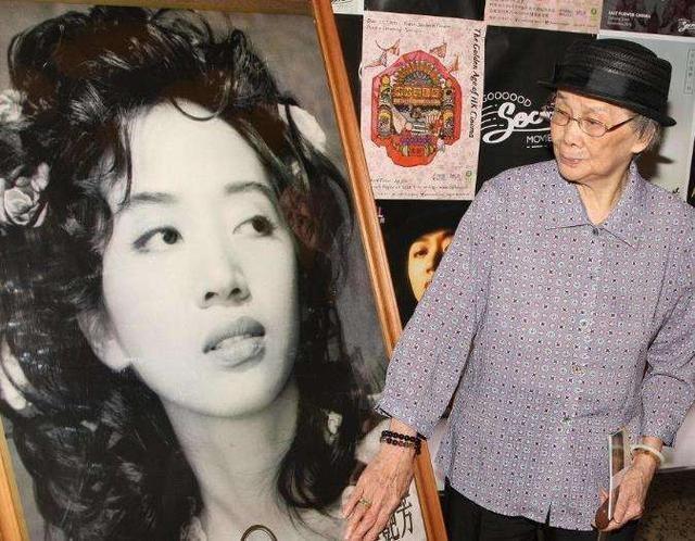 Chuyện về mẹ Thái Thiếu Phân, Trương Bá Chi nghiện cờ bạc, lừa con-4