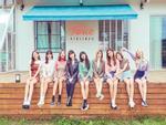 Tung bộ teaser như chụp selfie, fan kêu gào JYP nên đổi đạo diễn hình ảnh cho Twice ngay đi!-4