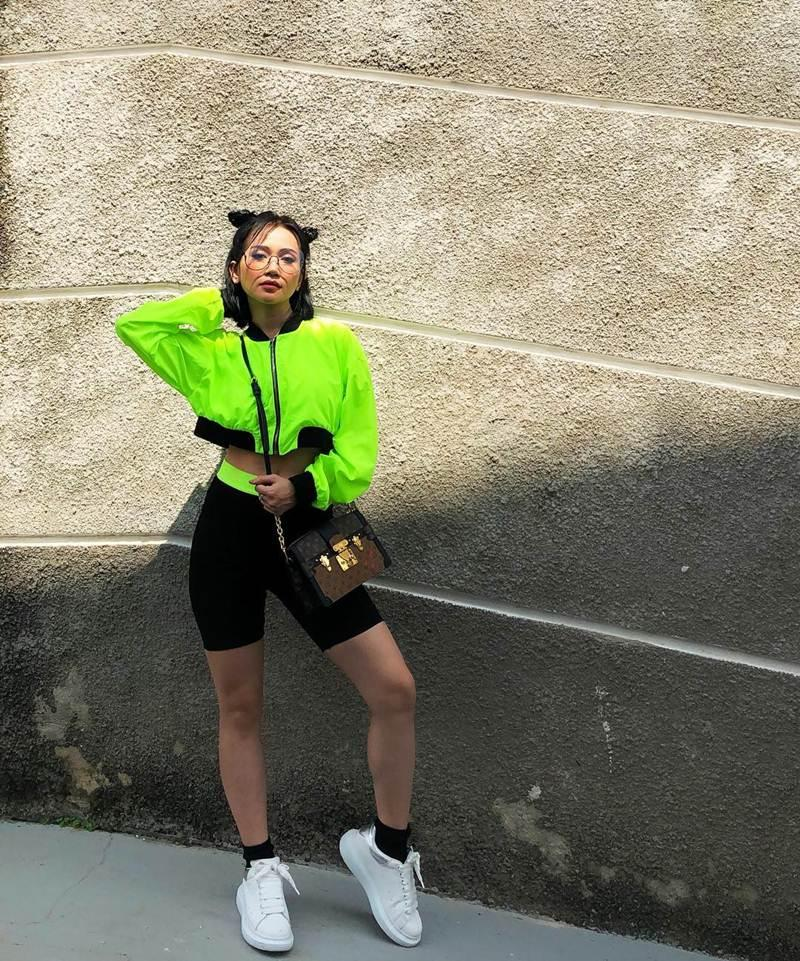 STREET STYLE giới trẻ: Jun Vũ - Han Sara đọ eo con kiến, Hoàng Ku khoe body mà fan chỉ chú ý vào nơi nhạy cảm-8