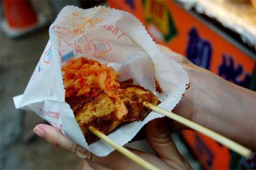 Món đậu phụ thối kinh dị nhưng nhiều người săn lùng khi đến Trung Quốc-1