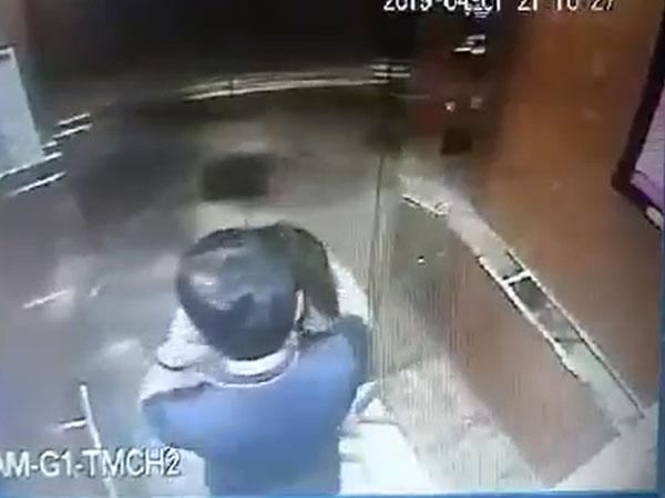 Kẻ cưỡng hôn, sàm sỡ bé gái trong thang máy ở Sài Gòn có thể đối diện mức án 3 năm tù-1