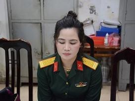 Đối tượng giả danh nữ sĩ quan quân đội khai mặc quân phục chụp ảnh khoe mẽ