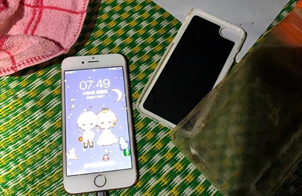 Vụ phát hiện 2 thi thể phụ nữ bị quấn chặt vào nhau: Nạn nhân đã chết khoảng 15 ngày, điện thoại vẫn hoạt động-2