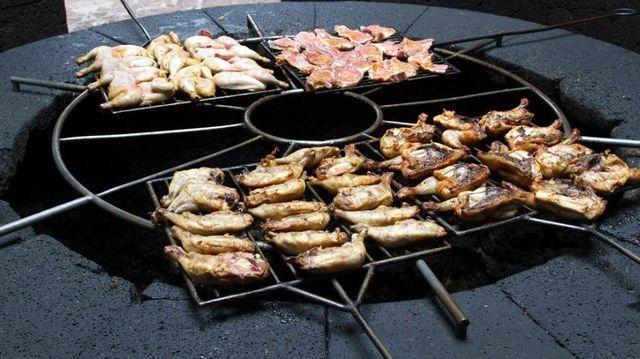 Nhà hàng độc lạ: Nướng thịt trên miệng núi lửa-3