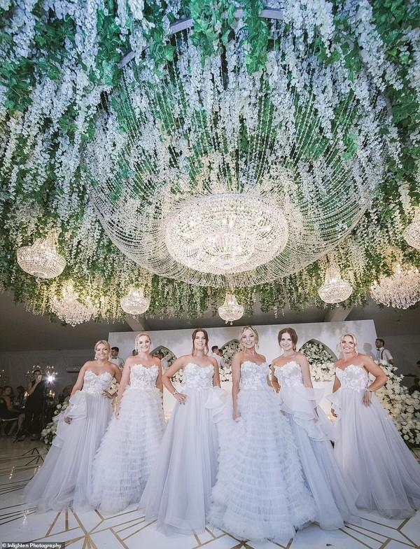Choáng với siêu đám cưới 23 tỷ toàn kim cương và pha lê của cặp đồng tính nam-6