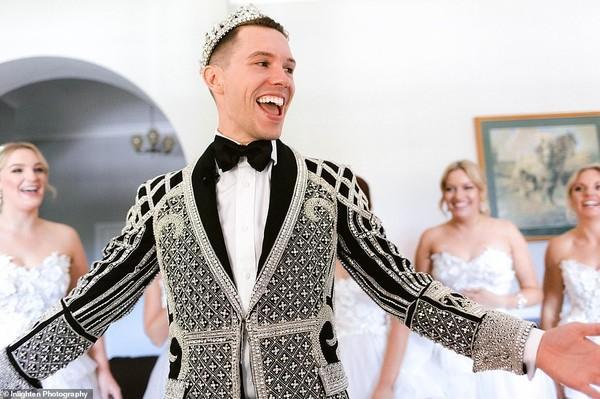 Choáng với siêu đám cưới 23 tỷ toàn kim cương và pha lê của cặp đồng tính nam-8