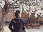 Em trai Phan Thành đau khổ vì tình, chị dâu hụt lại khoe nhận bó hoa to bự khiến dân tình mệt đầu đoán người tặng-11