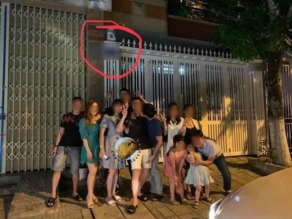 Dân mạng rủ nhau check-in trước cổng nhà gã đàn ông sàm sỡ bé gái-2