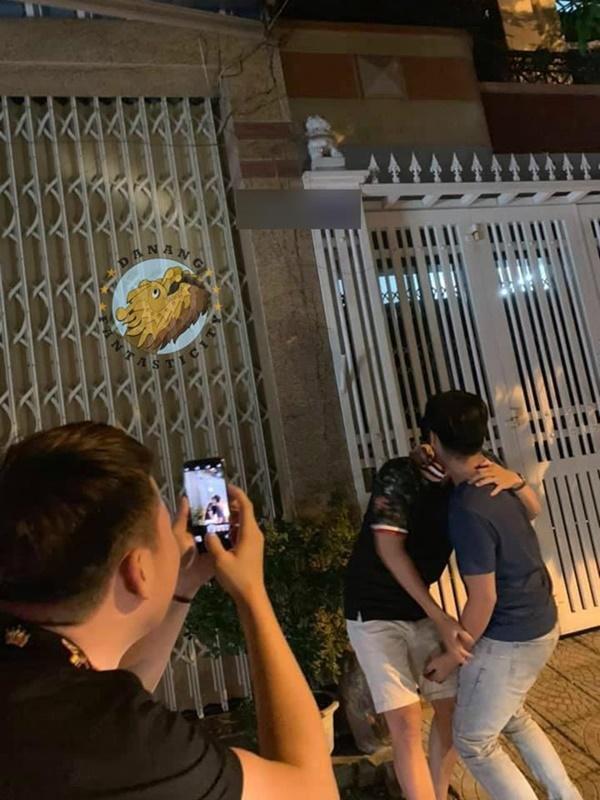Dân mạng rủ nhau check-in trước cổng nhà gã đàn ông sàm sỡ bé gái-4