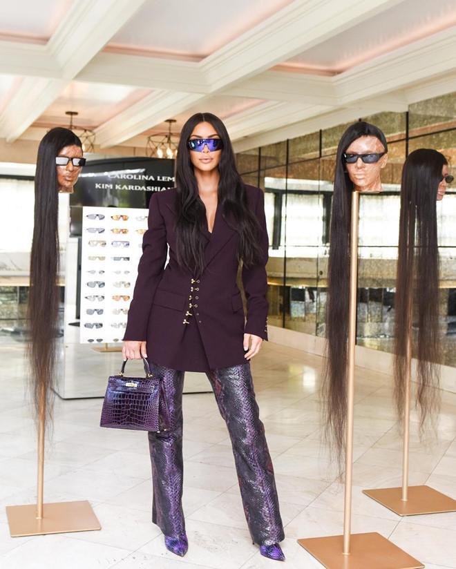 Kim Kardashian và chiêu trò quảng cáo kính râm gây sốc-1