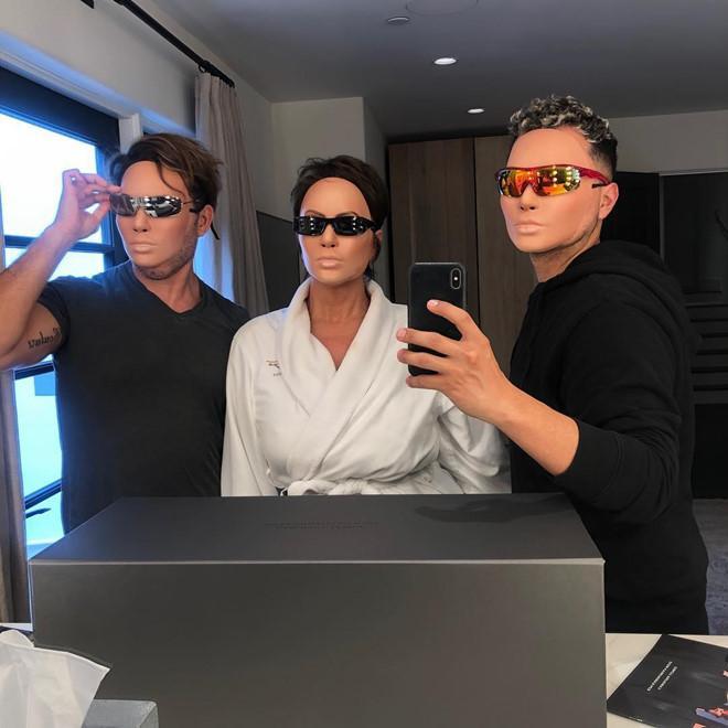 Kim Kardashian và chiêu trò quảng cáo kính râm gây sốc-3