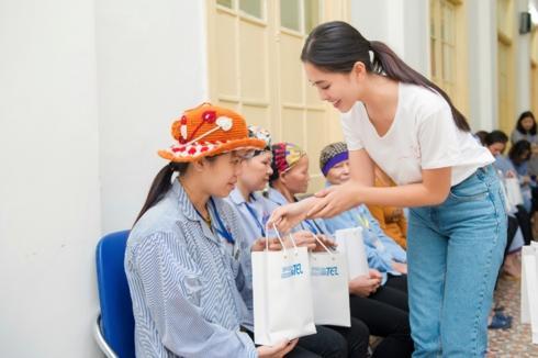 Hoa hậu Trần Tiểu Vy: Tôi chưa yêu ai vì còn thích học, thích chơi-2