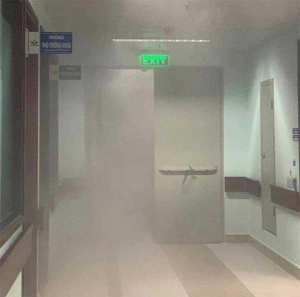 Cháy ở Bệnh viện Nhi Trung ương, bệnh nhân hốt hoảng sơ tán trong đêm-1