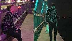 Thanh niên khiến người xem vừa thương vừa buồn cười khi đi dọc cầu Nhật Tân uống nước ngọt, ăn bim bim vì thất tình