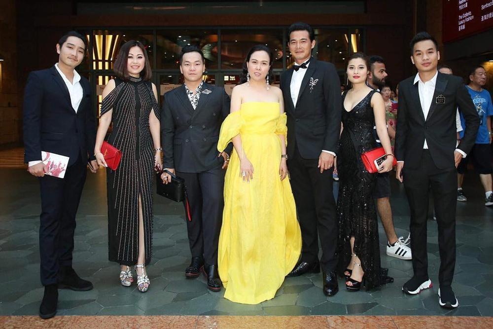 Phượng Chanel mặc váy 100 triệu mà như hàng chợ, Quách Ngọc Ngoan bênh: Váy đẹp, người đẹp thế mà chê-6