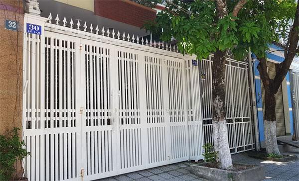 Nhà cựu Viện phó VKS TP Đà Nẵng bị xịt chữ ẤU DÂM bằng sơn lên cổng sau vụ sàm sỡ bé gái trong thang máy-6