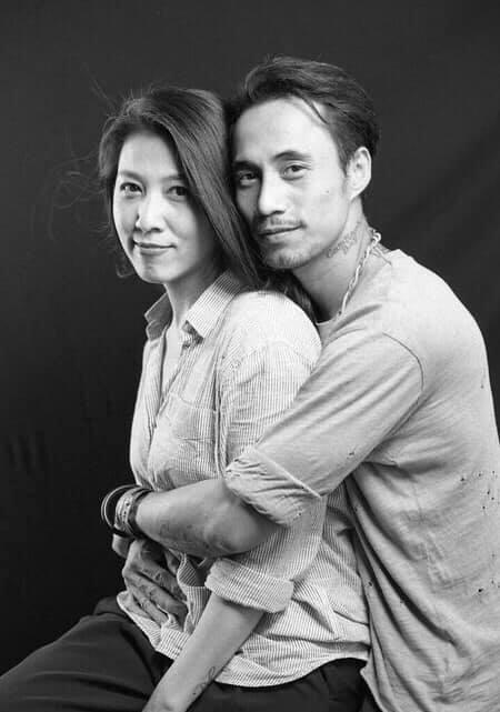 Phạm Anh Khoa hát trong tiếng reo hò của khán giả, bà xã vui mừng bởi chồng vẫn được yêu thương sau bê bối gạ tình-4