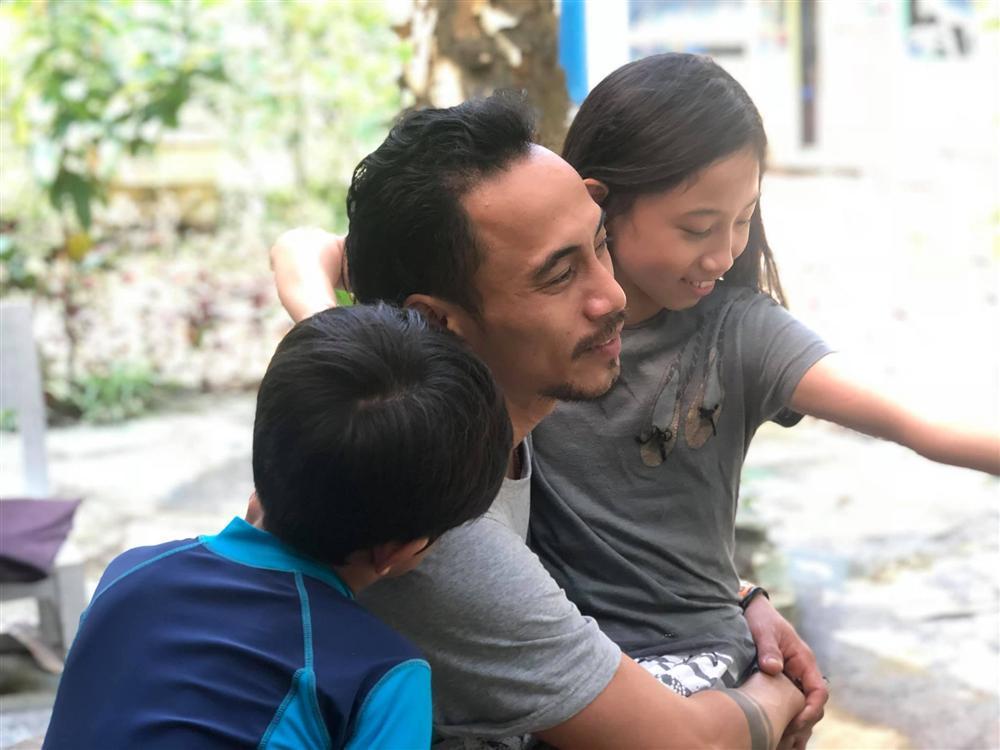 Phạm Anh Khoa hát trong tiếng reo hò của khán giả, bà xã vui mừng bởi chồng vẫn được yêu thương sau bê bối gạ tình-5