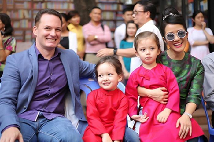 Người đẹp Việt và những cuộc tình kẻ khóc người cười với chồng Tây-1