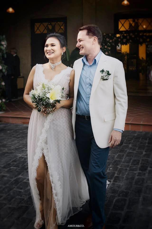 Vợ mới cùng chồng cũ Hồng Nhung đã yêu nhau 20 năm trước-2
