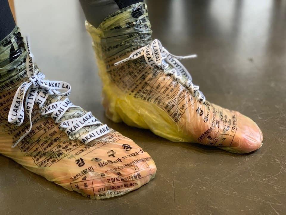 Tin được không, túi nilon được hô biến thành đôi giày cực chất có giá chỉ 10K-3