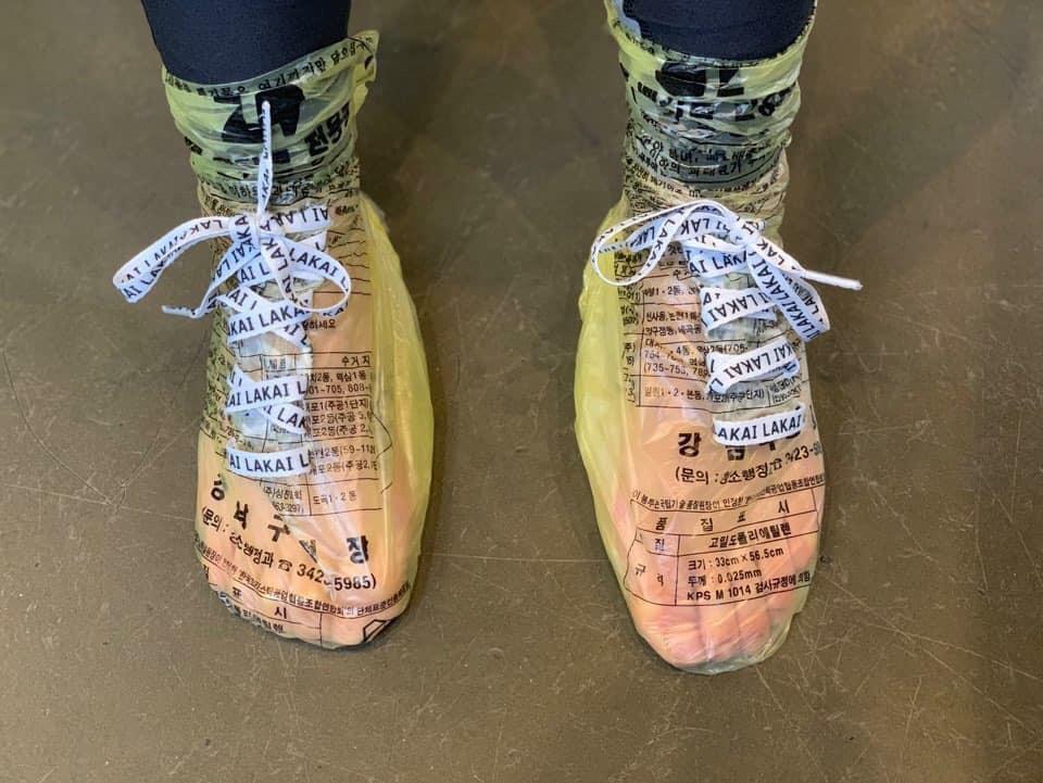 Tin được không, túi nilon được hô biến thành đôi giày cực chất có giá chỉ 10K-4