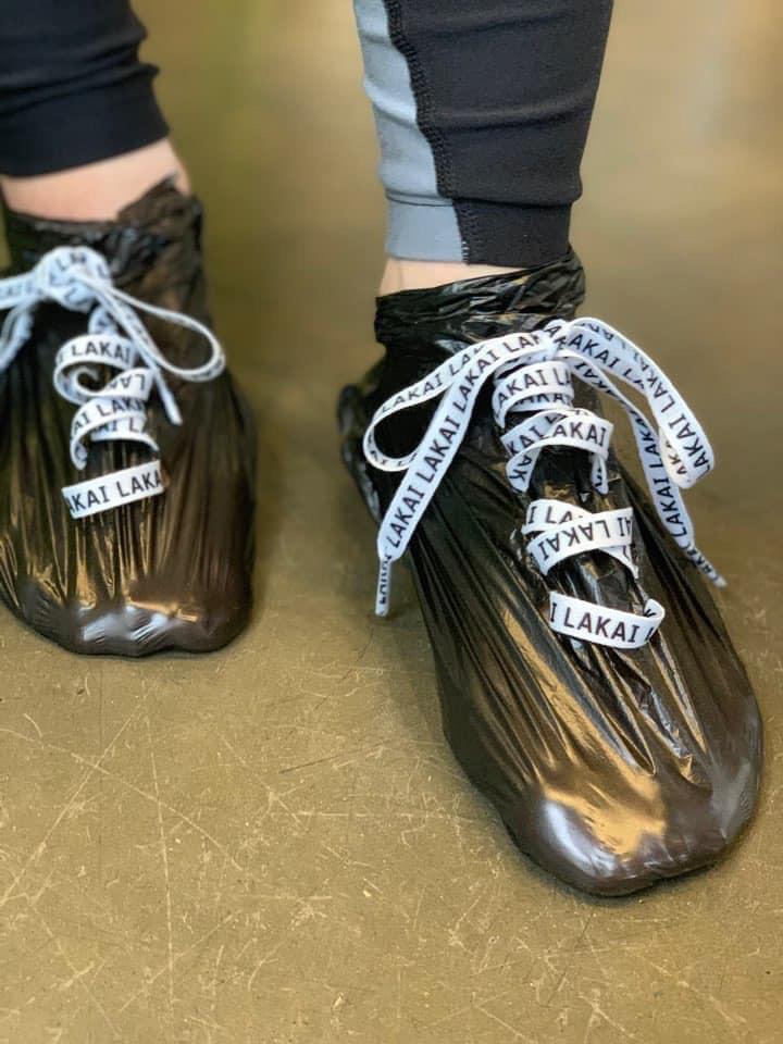 Tin được không, túi nilon được hô biến thành đôi giày cực chất có giá chỉ 10K-6
