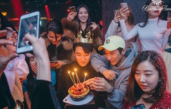 Hộp đêm cũ của Seungri thuê trẻ vị thành niên, dính líu Hội Tam Hoàng-1