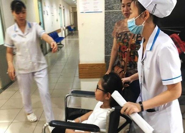 Hơn 60 học sinh Sài Gòn nhập viện sau khi ăn bánh mì cà ri bò-1