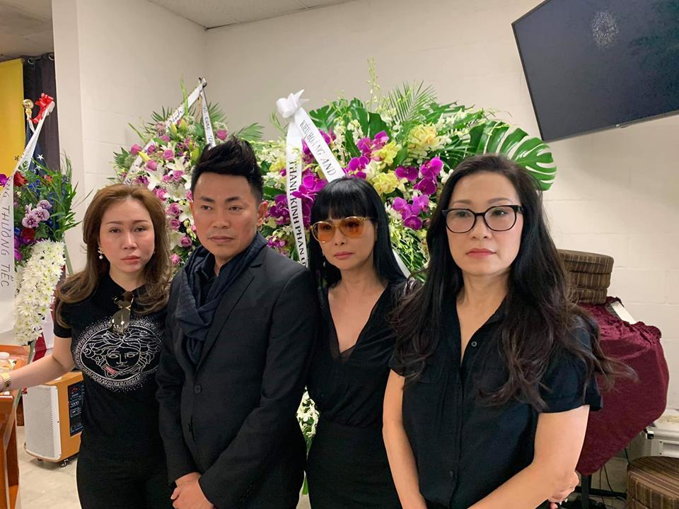 Tang lễ nghệ sĩ Anh Vũ tại Mỹ: Đông đảo đồng nghiệp đến viếng, yêu cầu không chụp ảnh cận mặt-3