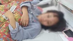 Clip sốc: Một nữ sinh bị 12 bạn cùng trường đánh, đạp túi bụi, phải nhập viện vì tụ máu não