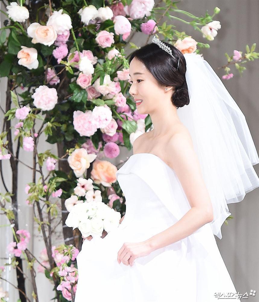 Dàn mỹ nhân đình đám khoe nhan sắc bất phân thắng bại tại hôn lễ của Ảnh hậu xứ Hàn-1