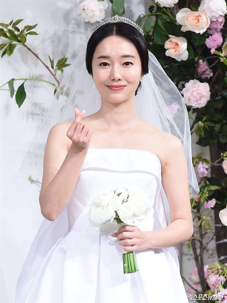 Dàn mỹ nhân đình đám khoe nhan sắc bất phân thắng bại tại hôn lễ của Ảnh hậu xứ Hàn-2
