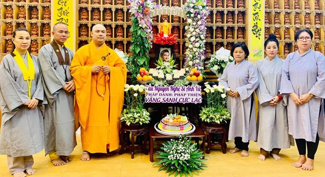 Thúy Nga và Phật tử tụng kinh, cầu siêu cho Anh Vũ ở chùa-2