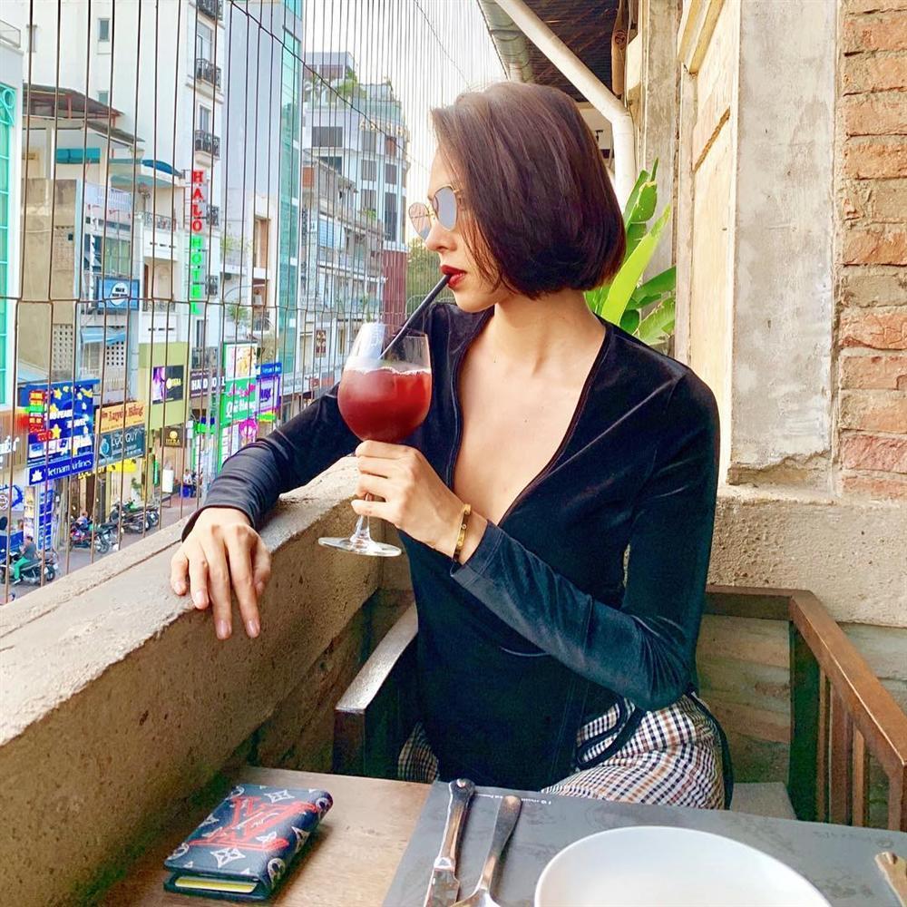 Bất chấp đời tư ồn ào, Phạm Hương sexy khoe dáng nuột nà-7