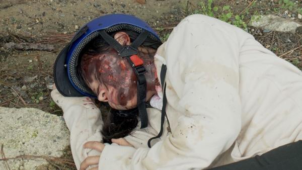 Hết bị tạt a xit rồi lại bị cưỡng hiếp tập thể, đây chính là cô gái có số phận bi đát nhất màn ảnh Việt-2