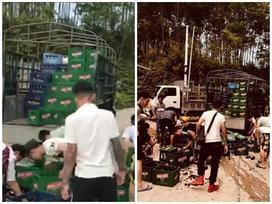 'Hùng hổ' tiến đến chiếc xe chở bia gặp tai nạn, nhóm 'anh em xăm trổ' có hành động đẹp như trong phim